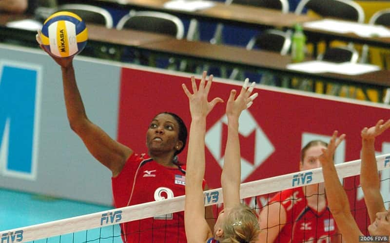 Danielle Scott attacking during an FIVB event in 2006